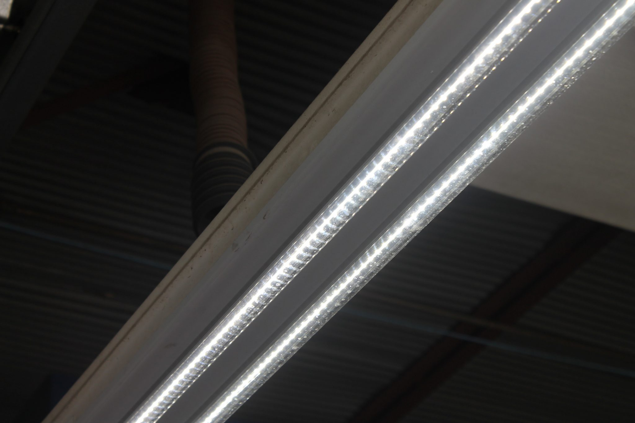 LED linear tubes for commercial lighting